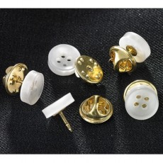 LES 24 BOUTONS PIN'S